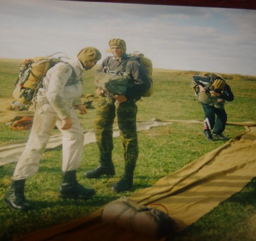 Сергей и Александр Удодовы прыжки с парашютом.