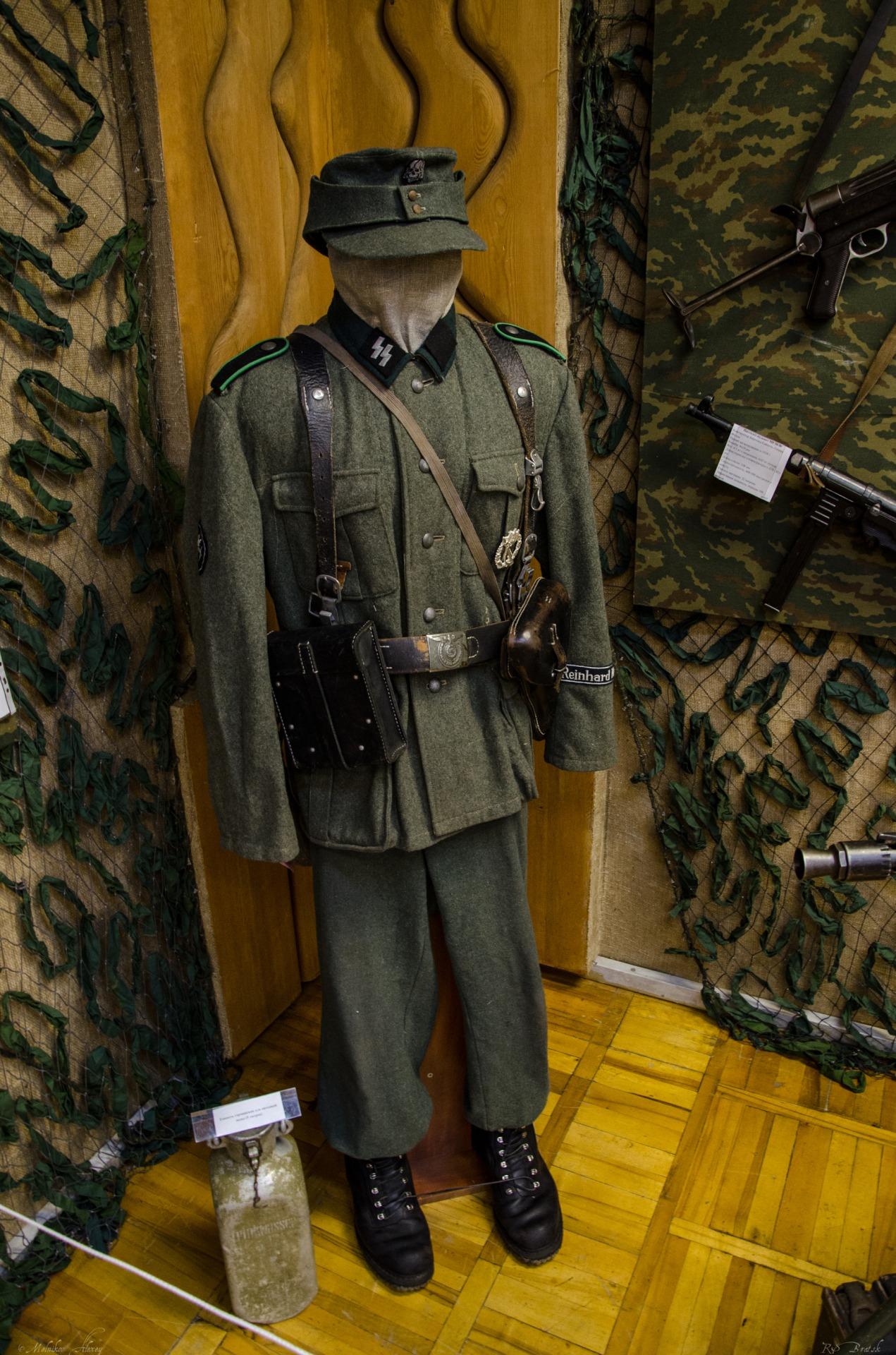 Обмундирование красноармейца и рядового горно-стрелковых войск СС